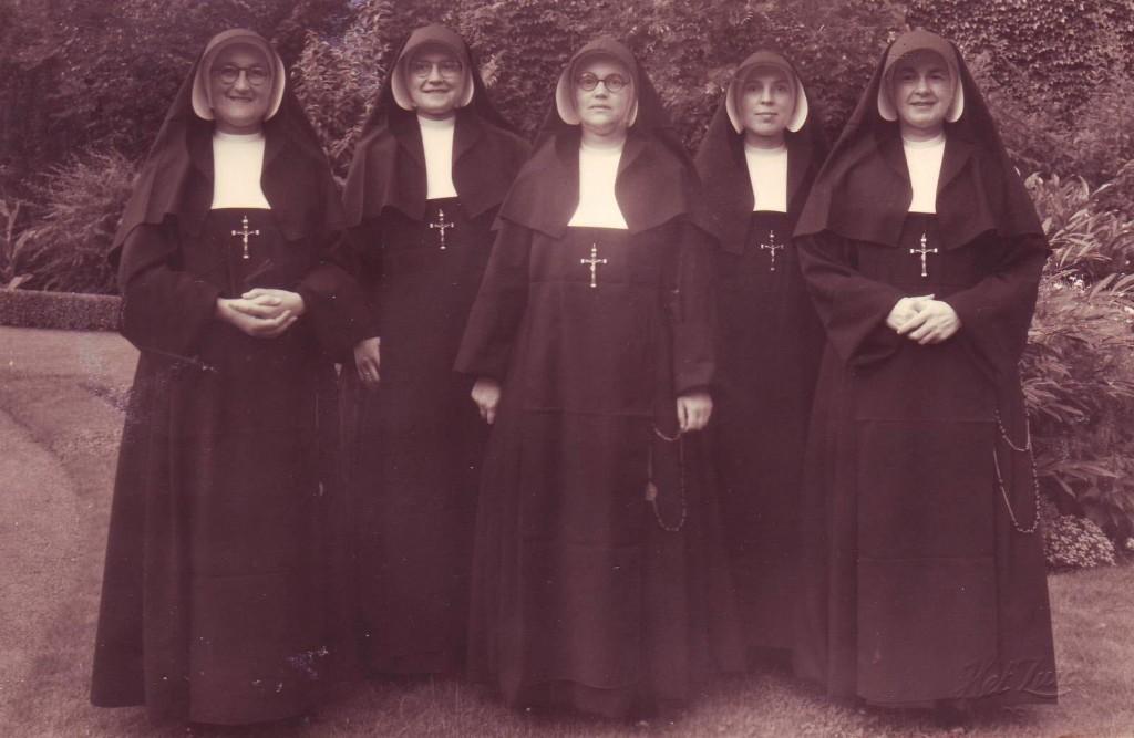 In september 1950 vertrekken vijf zusters naar Indonesië, om de missie daar weer op te pakken. V.l.n.r.: de zusters Geertruida de Wit, Gaudeta Hamers, Leonardo Tooten, Henricia van de Vijfeijke en Canisia Meissner.